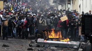 Nuevos enfrentamientos entre indígenas y policías en las puertas del Parlamento