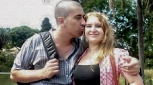 Condenaron a dos hermanastros por matar a sus padres