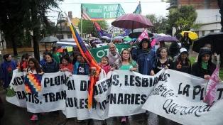 Miles de mujeres marcharon para pedir que el Encuentro sea plurinacional