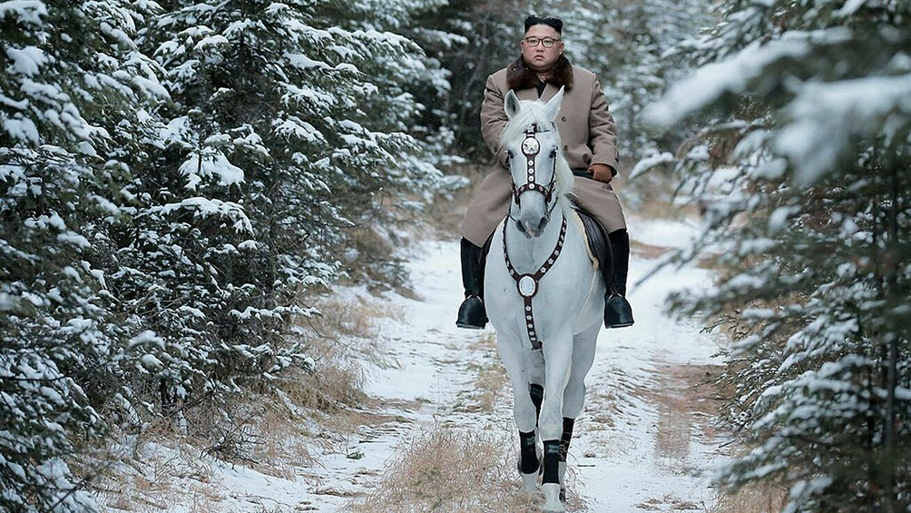 Publican fotos de marcado tono épico de Kim Jong-un cabalgando