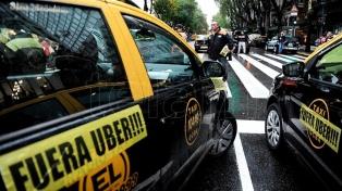 Los taxistas protestan otra vez en ocho puntos de Capital contra Uber y Cabify