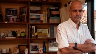 "Eduardo Sacheri: ""Me gusta pensar cómo las familias cambiaron los mandatos para sus hijas"""