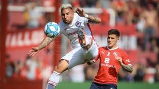 Argentinos le ganó a Independiente y alcanzó a Boca