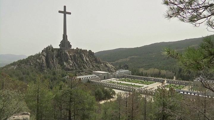 Amenazas, denuncias y bromas en torno a la exhumación de Franco