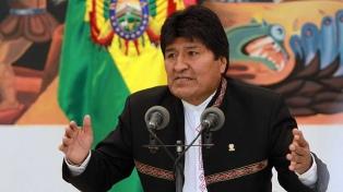"""Evo Morales llamó a la oposición a un diálogo y a las FFAA a """"preservar"""" el país"""