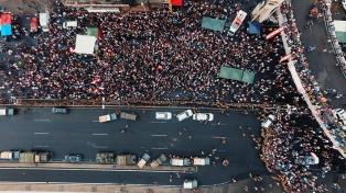 Manifestantes bloquean Beirut y obligan al Parlamento libanés a suspender sesión