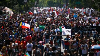 Pese al acuerdo, hay nuevas manifestaciones en Santiago y Concepción - Télam