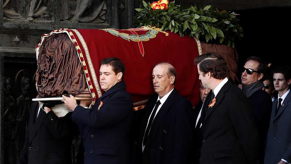Sánchez estudia sancionar a la familia de Franco por vitorearlo