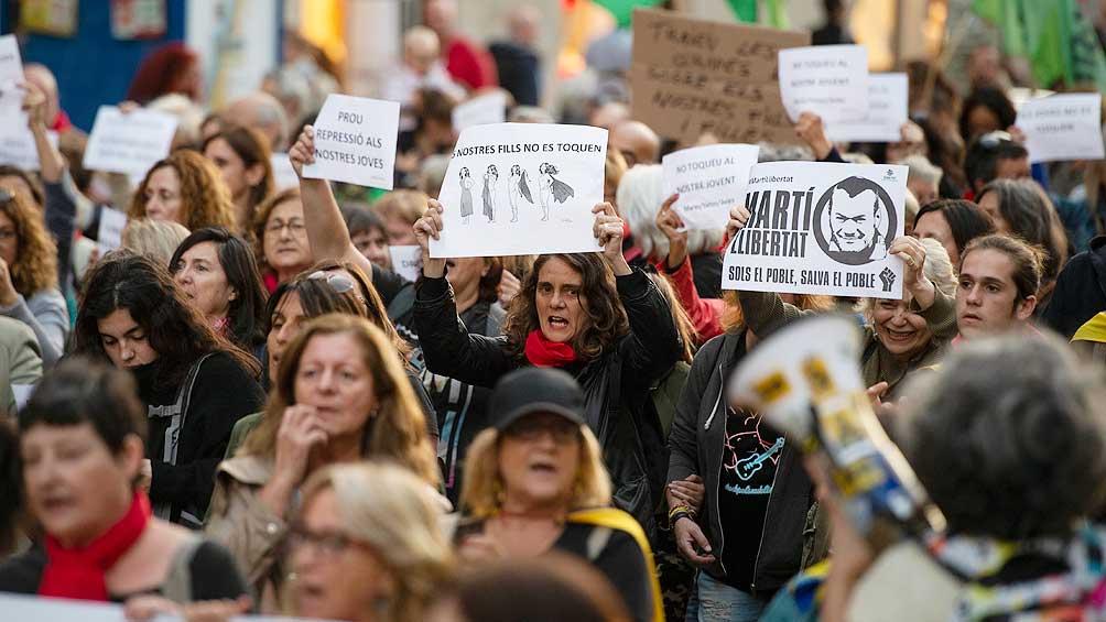 Madres y abuelas catalanas se inspiran en la lucha de las argentinas