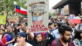 Encuesta: El 73.7% de los chilenos está a favor de cambiar la Constitución