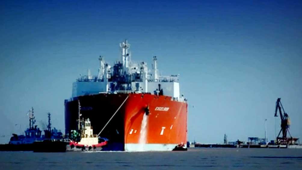 El buque instalado en Escobar alcanzó el pico mundial de regasificación
