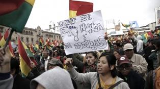 Choques entre manifestantes oficialistas y opositores dejan 30 heridos