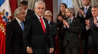 Piñera se reúne con el nuevo gabinete en busca de salir de la crisis