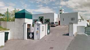 Un hombre balea a dos personas tras intentar incendiar una mezquita
