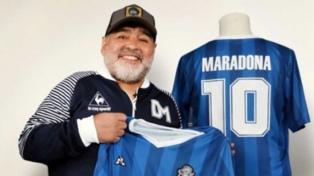 """Lanzan la """"DM59"""", una camiseta homenaje a Maradona en su cumpleaños 59"""