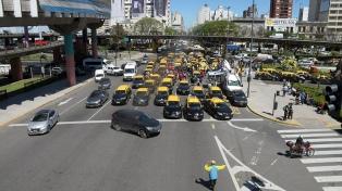 Taxistas realizan ocho cortes en la Ciudad en su décima protesta contra Uber