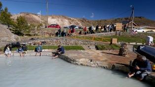 Instalan mapas viales turísticos en los pasos fronterizos con Chile
