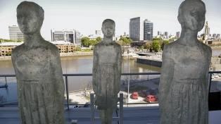 Inauguran en Puerto Madero un paseo de esculturas de mujeres