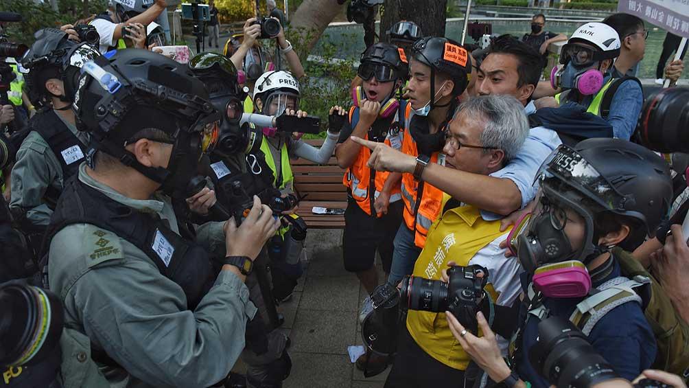 Marcha de miles de ciudadanos debió suspenderse tras algunos choques