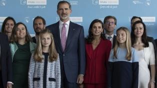 Independentistas catalanes repudian al rey Felipe VI en Barcelona en plena campaña electoral
