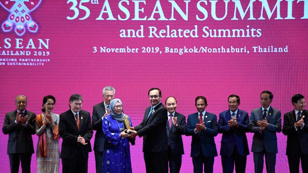 EEUU y China ventilan sus fuertes diferencias en la cumbre de la ASEAN