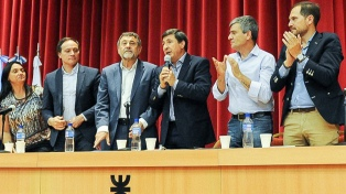 "Arroyo presentó el programa ""Argentina contra el Hambre"", con intendentes bonaerenses"