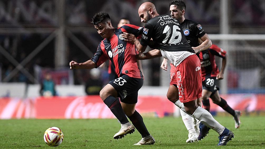 San Lorenzo, a la espera de nuevo DT, enfrenta a un encumbrado Argentinos