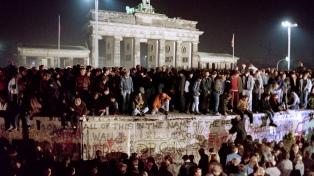 La noche en que los berlineses tumbaron el Muro de la vergüenza