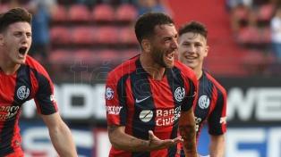 San Lorenzo goleó al líder Argentinos