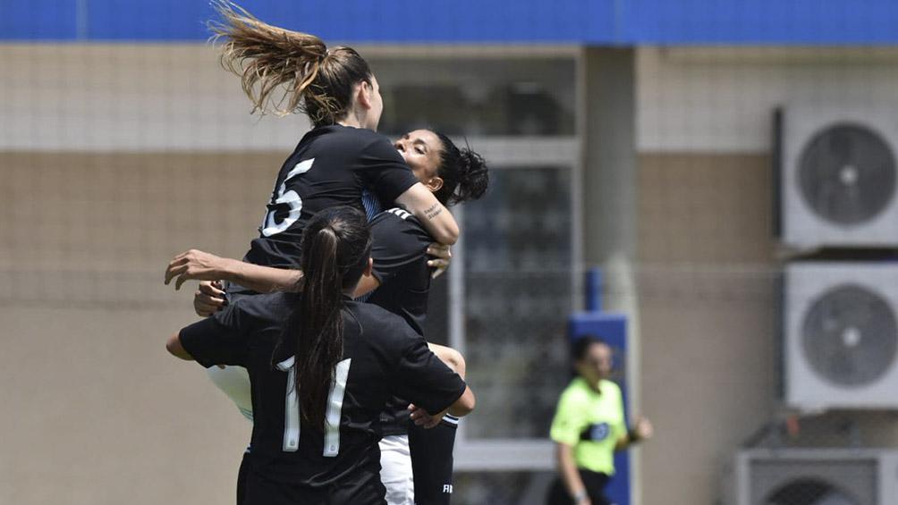 El seleccionado femenino de fútbol rescató un empate agónico ante Colombia