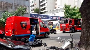 Evacuaron el supermercado Coto de Núñez por un escape de gas