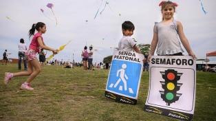 Con barrileteada y pedido de reunión a futuros ministros recuerdan a las víctimas de tránsito