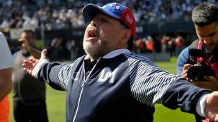 Caravana de simpatizantes de Gimnasia por Diego Maradona