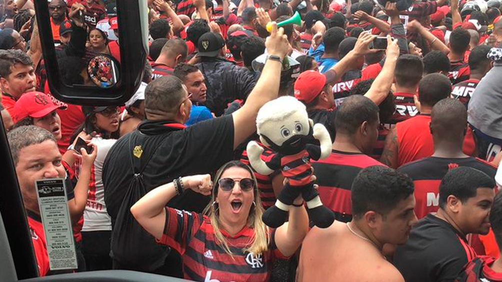 En Río de Janeiro una multitud despidió al Flamengo