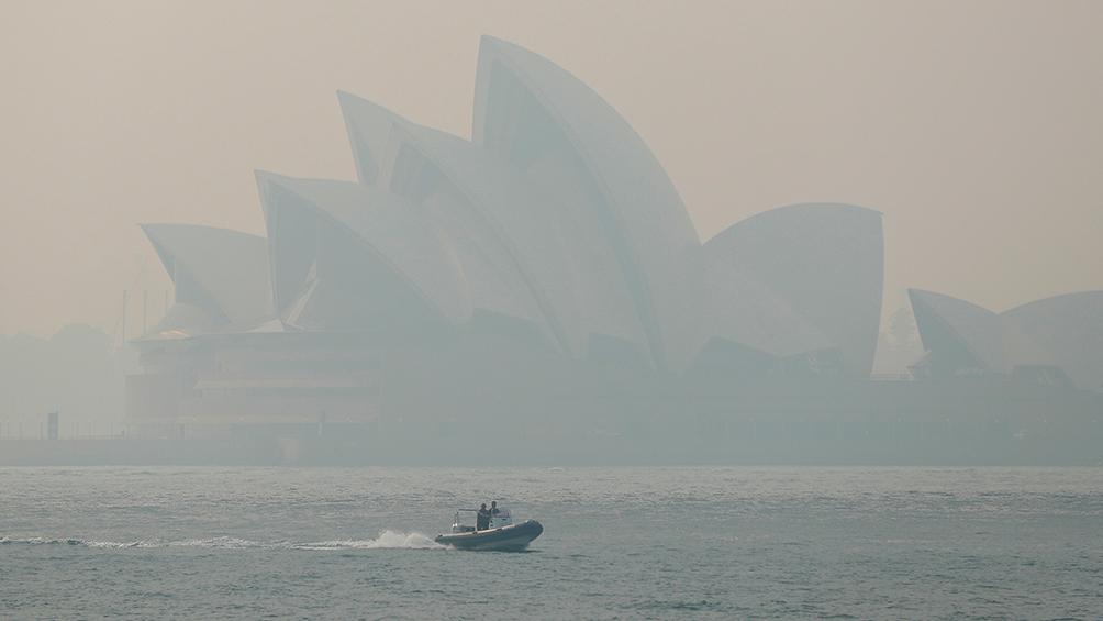 El saldo de los incendios: 23 muertos, 1500 casas destruidas y críticas al Primer Ministro