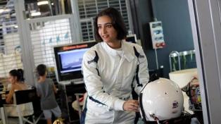Una mujer compitió por primera vez en automovilismo en su país