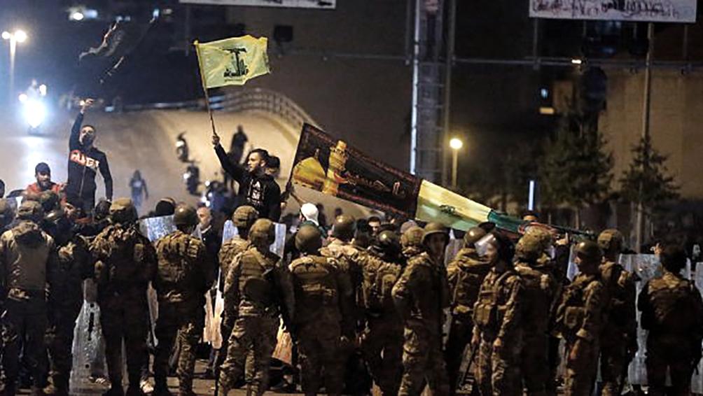 Choque entre manifestantes y partidarios de Hezbollah