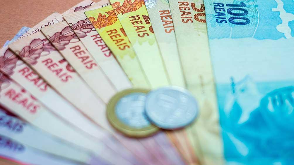 El real se devalúa al récord de 4,25 por dólar tras declaraciones del ministro Guedes