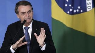 Bolsonaro dice respetar la separación de poderes y culpa al periodismo