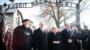 Merkel homenajeó a las víctimas del nazismo en su visita a Auschwitz