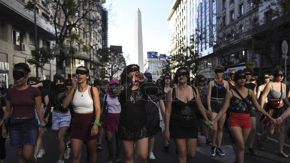 Una denuncia por violencia contra un editor reaviva el debate sobre qué es justicia para el feminismo