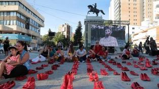 """Replicaron la iniciativa """"Zapatos Rojos"""" contra la violencia de género"""