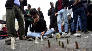 Miles de personas vuelven a protestar en las calles pese a la matanza de 23 manifestantes