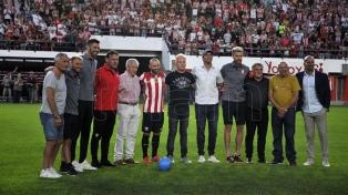 Más de 15.000 hinchas le dieron la bienvenida a Mascherano en su primer día en Estudiantes