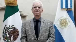 Ordenan el regreso del embajador en Argentina que fue filmado robando un libro