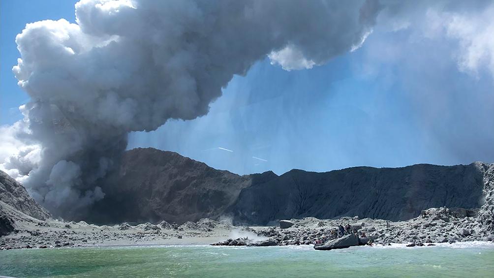 Al menos cinco muertos y decenas de atrapados tras la erupción de un volcán