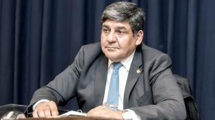 Gobernador por una semana: cambió el gabinete y duplicó los sueldos
