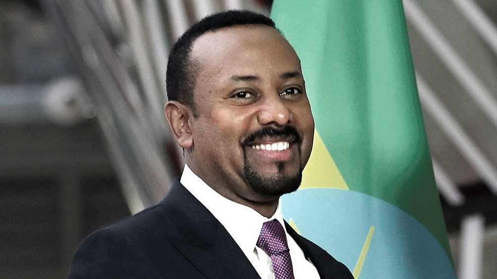 Premian al etíope Abiy Ahmed por ayudar a resolver el conflicto con Eritrea