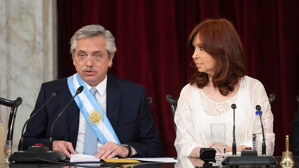 Alberto Fernández junto a Cristina Kirchner en el discurso de asunción