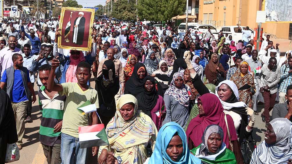 Un tribunal condena al ex presidente Omar al Bashir por corrupción